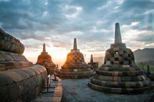 rental mobil Candi Borobudur