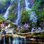 Air terjun Sri Gethuk dikenal sebagai green canyon jogja. Wisata air terjun Jogja ini sangat terkenal karena keindahan panorama air terjun di tanah karst